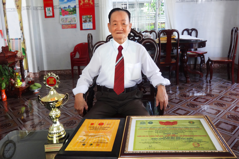 Giới thiệu người đầu tiên sản xuất rượu sim Phú Quốc